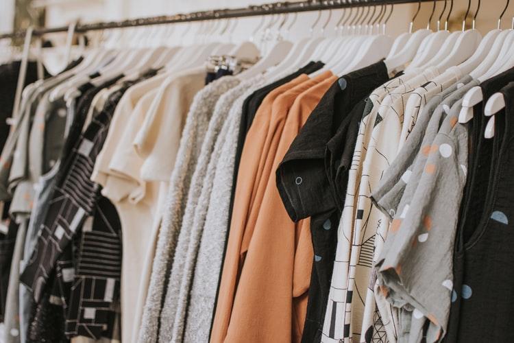 Imagen que contiene muebles, interior, ropa, equipaje Descripción generada automáticamente